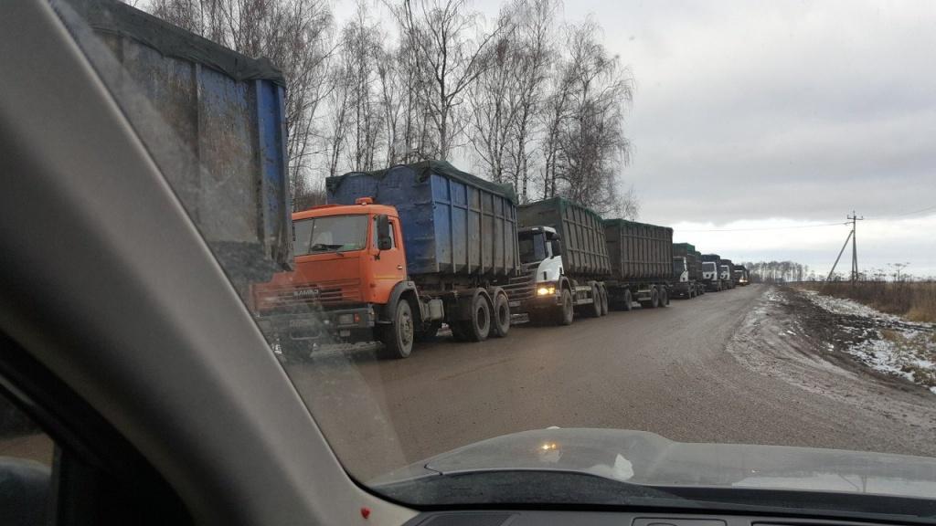 очередь мусоровозов на полигон Воловичи